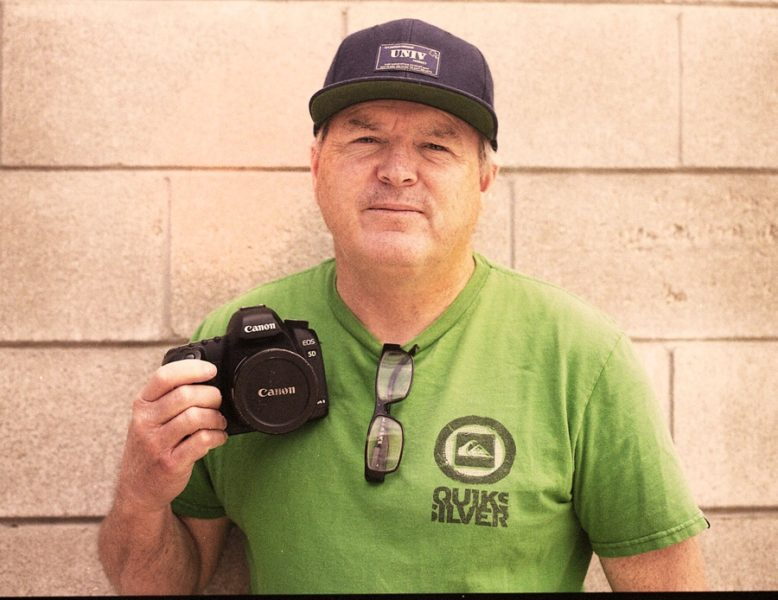 Famous skateboard photographer Transworld skatemag 's Grant Brittain with his Canon EOS5D for french Skate.fr Magazine