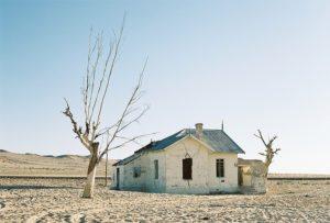 Maison abandonnée dans le desert de Namibie